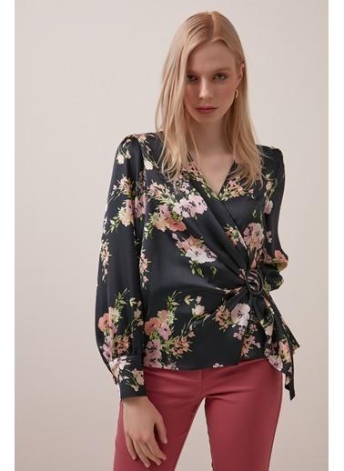 Gusto Anvelop Kesim Çiçek Desenli Bluz - Siyah Anvelop Kesim Çiçek Desenli Bluz - Siyah Siyah